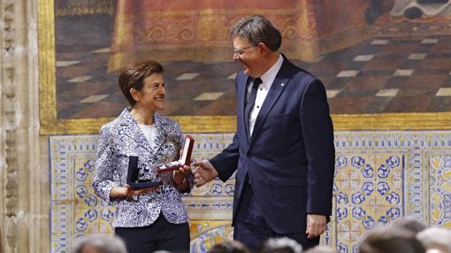 Imagen de Adela Cortina con el presidente de la Generalitat
