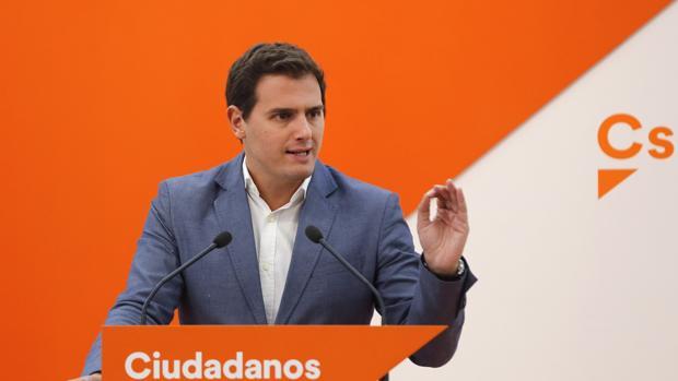 El presidente de Ciudadanos, Albert Rivera, durante la rueda de prensa que ha ofrecido este lunes tras la reunión del Comité Ejecutivo Nacional del partido
