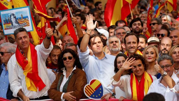 Los líderes del PP y Ciudadanos en Cataluña estuvieron en la manifestación por la unidad de España