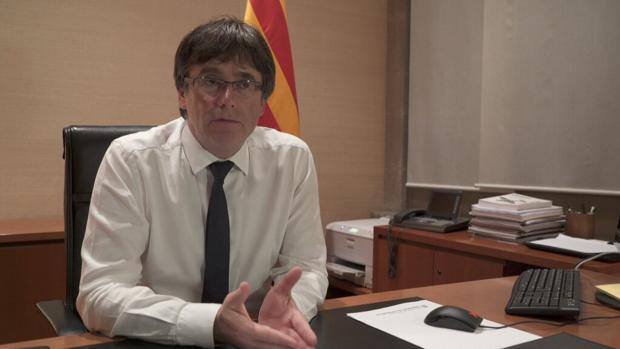 Puigdemont, durante la entrevista con el programa «30 minuts»