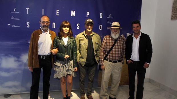 Cuerda y los actores Miguel Rellán, Nerea Camacho, Roberto Álamo y Arturo Vals, ayer en la presentación