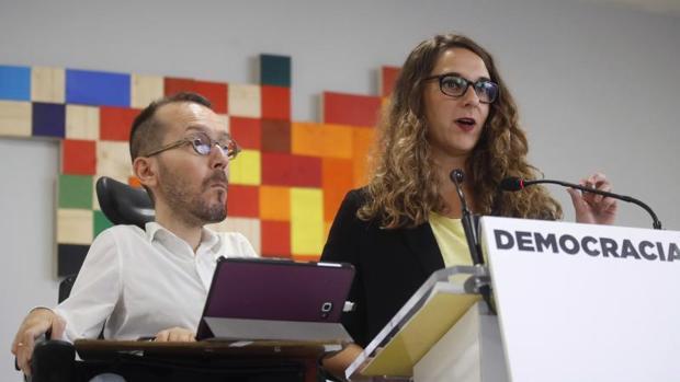 El secretario de Organización de Podemos, Pablo Echenique, y la portavoz adjunta, Noelia Vera