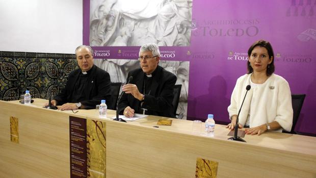 El arzobispo, secundado por César García Magán y Pilar Gordillo