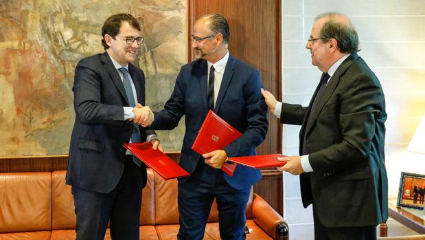 Mañueco, Fuentes y Herrera , tras la firma del acuerdo