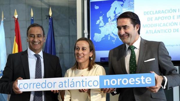 Ethel Vázquez con los consejeros de Castilla y León y Asturias