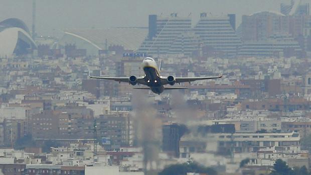 Imagen del despegue de un avión en el aeuropuerto de Manises