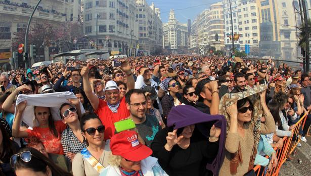 Imagen de archivo del público asistente a una mascletà en Valencia