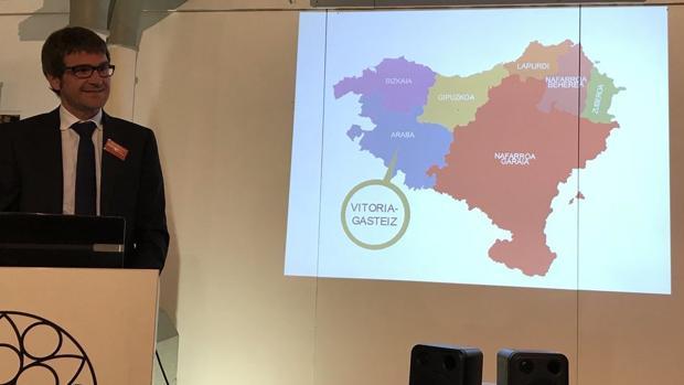 El alcalde, Gorka Urtaran, durante su presentación en Belfast