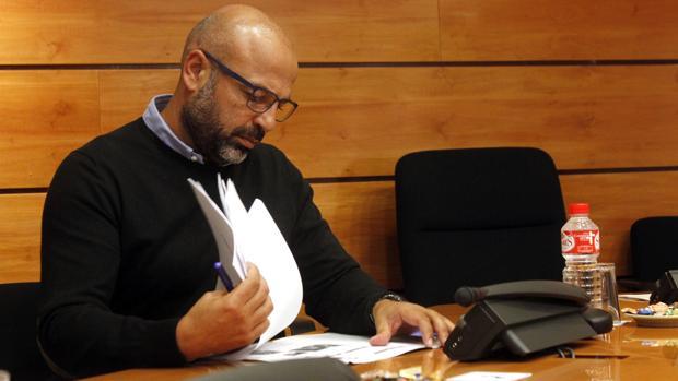 García Molina, durante su comparencia en las Cortes para aclarar su patrimonio