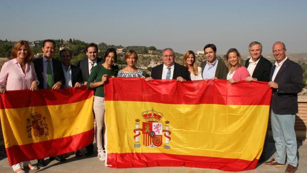 Los diputados del PP, en la terraza de las Cortes