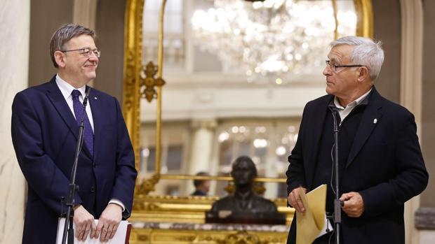 Imagen de archivo de Ximo Puig y Joan Ribó tomada en el Ayuntamiento de Valencia