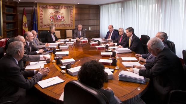 Los doce magistrados del TC, reunidos en pleno