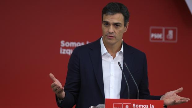 Pedro Sánchez, líder del PSOE, ante los medios