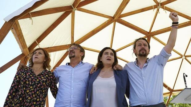 Pablo Iglesias, Ada Colau, Xavier Domènech y Elisenda Alamany durante la Diada de Cataluña, en septiembre