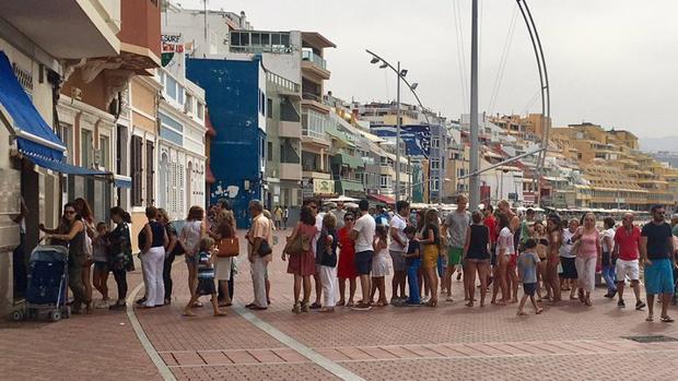 Cola en Peña La Vieja este 12 de Octubre, Día de la Fiesta Nacional