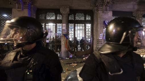 Los Mossos, en la Consejería de Economía registrada por la Guardia Civil