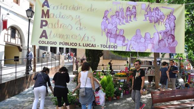 Toledo la plaza de el salvador acoge este domingo un - Mercadillos sevilla domingo ...