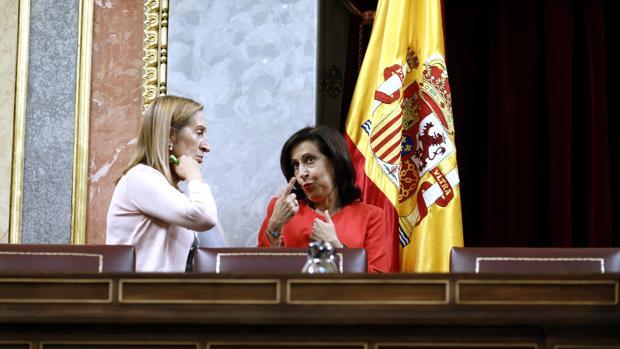 Ana Pastor, presidenta del Congreso, junto a Margarita Robles, portavoz del PSOE