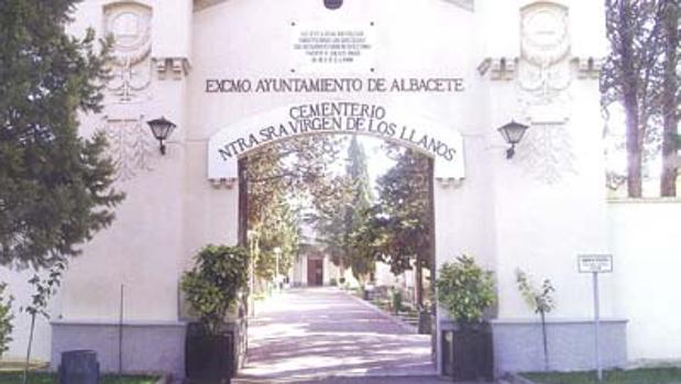 Entrada al cementerio de Albacete