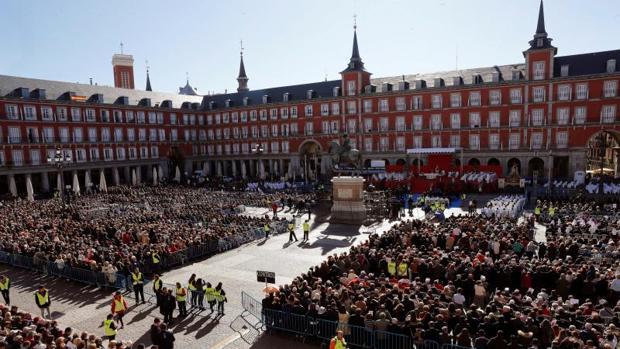 La plaza Mayor, esta mañana, durante la Misa en honor a la Virgen de la Almudena