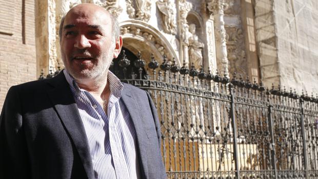El alcalde de Calatayud, José Manuel Aranda (PP), ante la Colegiata de Santa María