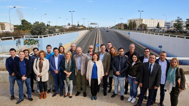 Imagen de Bonig junto a los portavoces del PP en los municipios afectados por la V-21