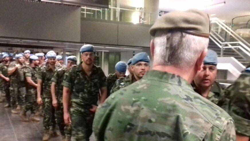 El contingente fue recibido por el teniente general jefe del Mando de Canarias, Pedro Galán García, de espaldas