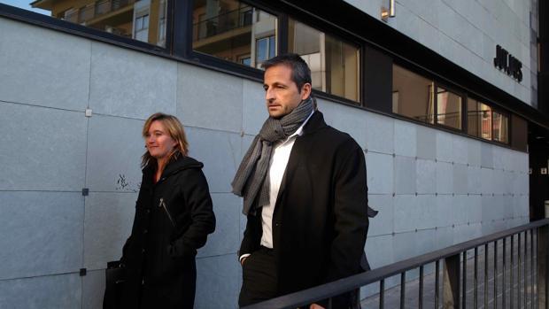 Profesores salen de un juzgado de Cataluña tras declarar por un posible delito de odio