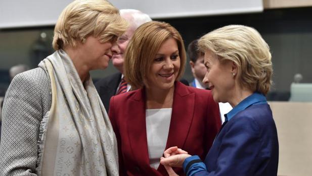 La ministra de Defensa junto a sus homólogas italiana y alemana