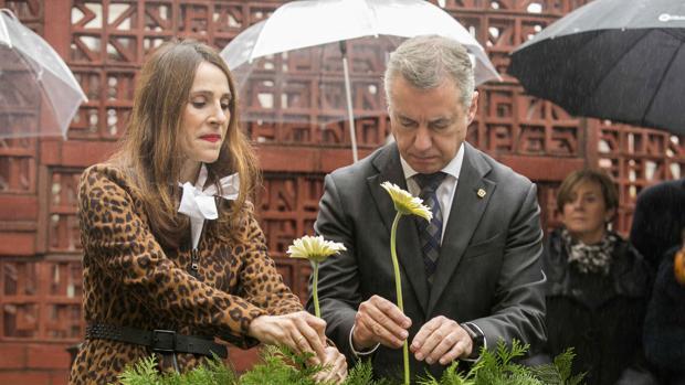 La presidenta del Parlamento vasco, Bakartxo Tejeria; junto al lendakari, Íñigo Urkullu