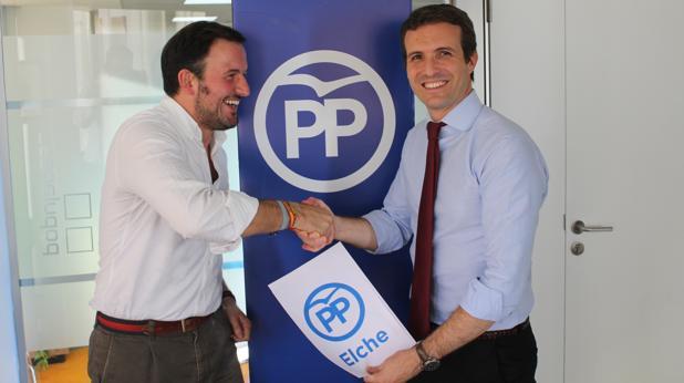 Pablo Ruz y Pablo Casado se saludan en Madrid