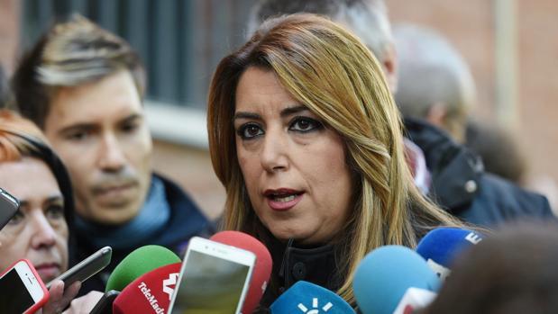 La presidenta andaluza, Susana Díaz, atiende a los medios a su llegada a la reunión del Comité Federal del PSOE