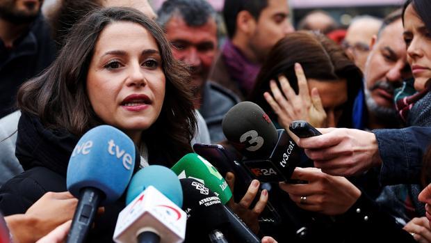 Inés Arrimadas ironiza con la valentía de los nacionalistas frente al juez