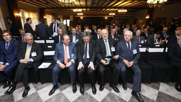 Imagen de Puig con los empresarios tomada este lunes en Villena