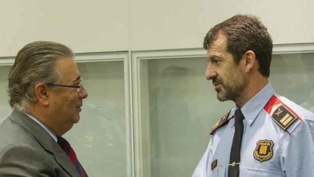 Zoido, con Ferran López, sustituto de Trapero, en una imagen de archivo