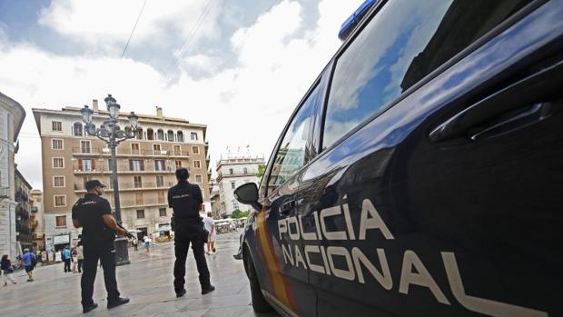 Efectivos de la Policía Nacional en Valencia