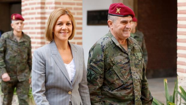 María Dolores de Cospedal, durante la visita a las unidades del Ejército de Tierra en Valencia