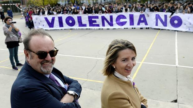 Los consejeros Alicia García y Fernando Rey participan en un acto que desarrollan varios institutos de Castilla y León de forma simultánea contra la violencia de género