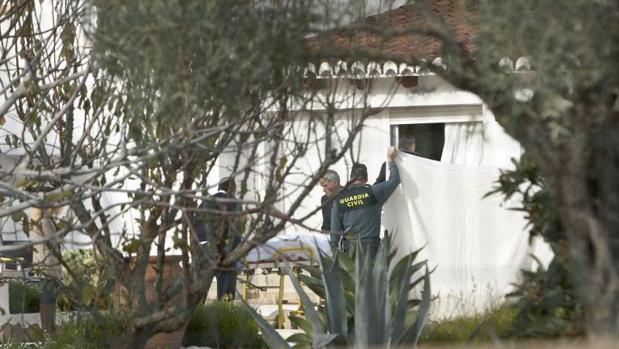Efectivos de la Guardia Civil en una intervención en un chalé en la provincia de Alicante, en imagen de archivo