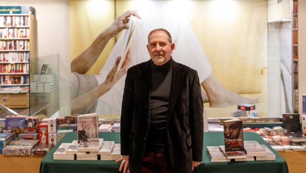 El escritor Tito del Muro, durante la presentación de «Invierno de Amapolas»