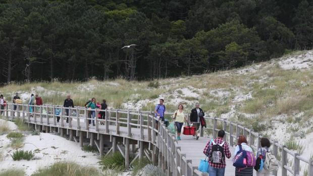 Visitantes en el parque nacional de las Illas Atlánticas