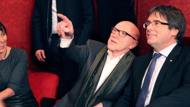 Puigdemont asiste a la representación de la obra «El duque de Alba» en la Ópera de Gante