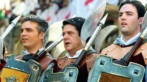 Federico Trillo, desfilando en las fiestas de Moros y Cristianos en Alcoy