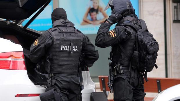 En la operación han participado agentes de los Grupos de Operaciones Especiales (GOES) de la Policía Nacional