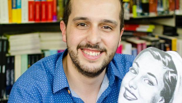 Héctor Castiñeira, autor de la serie literaria «Enfermera saturada»