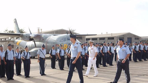 Don Felipe en la Base Aérea de Gando