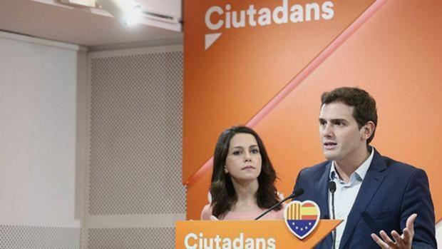 Albert Rivera e Inés Arrimadas, ayer en la sede de Ciudadanos en Barcelona