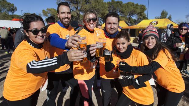 Algunos de los participantes de la Beer Runners Albacete, tras la finalización de la prueba