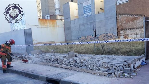 Imagen del muro de dos metros de altura que ha caído sobre la menor en Castellón