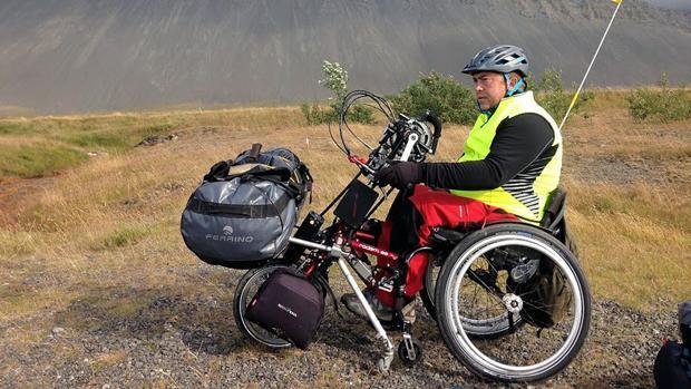Carlos Sanchis, en su cicloturismo